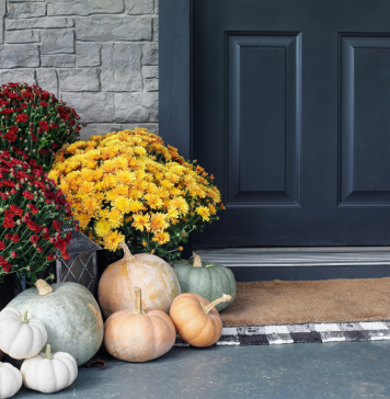 How to Decorate Your Front Porch for Fall:: 5 Affordable Tips